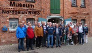 Gruppe vor Museum NOR-alle